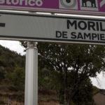 cartel nomenclator del pueblo de Morillo de Sampietro