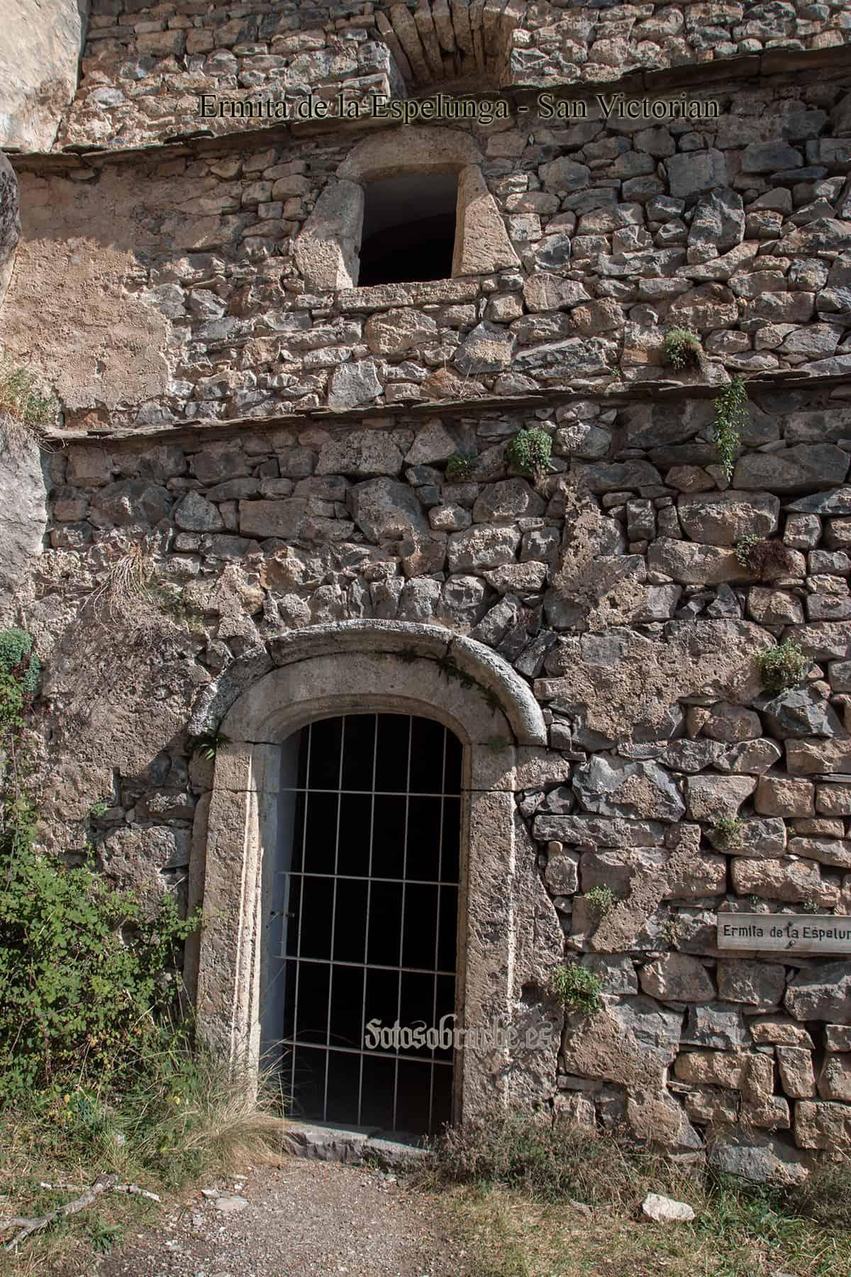 Fachada principal de la ermita de la Espelunca