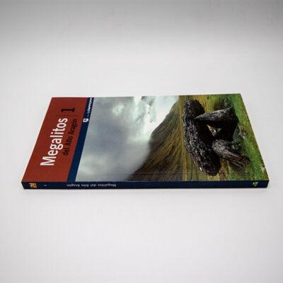 Foto lomo libro Megalitos Alto Aragón